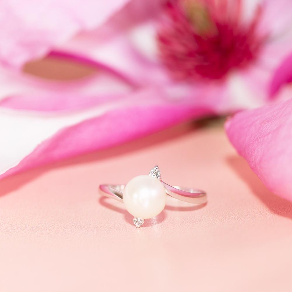 Inel din aur 18K cu perla si diamante 0,04 ct., model Orsini 0989